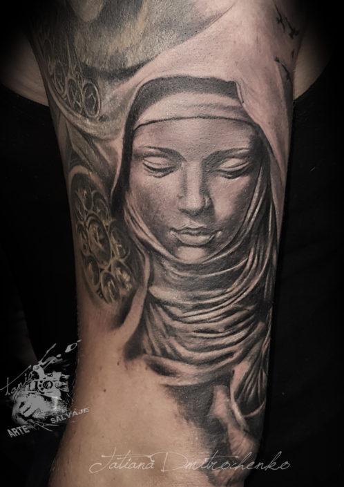 tatuaje religioso virgen escultura angeles y dioses valencia