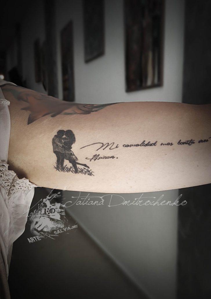 tatuajes pequeños siluetas de amor