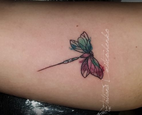 tatuajes pequeños de libelula a color acuarela valencia