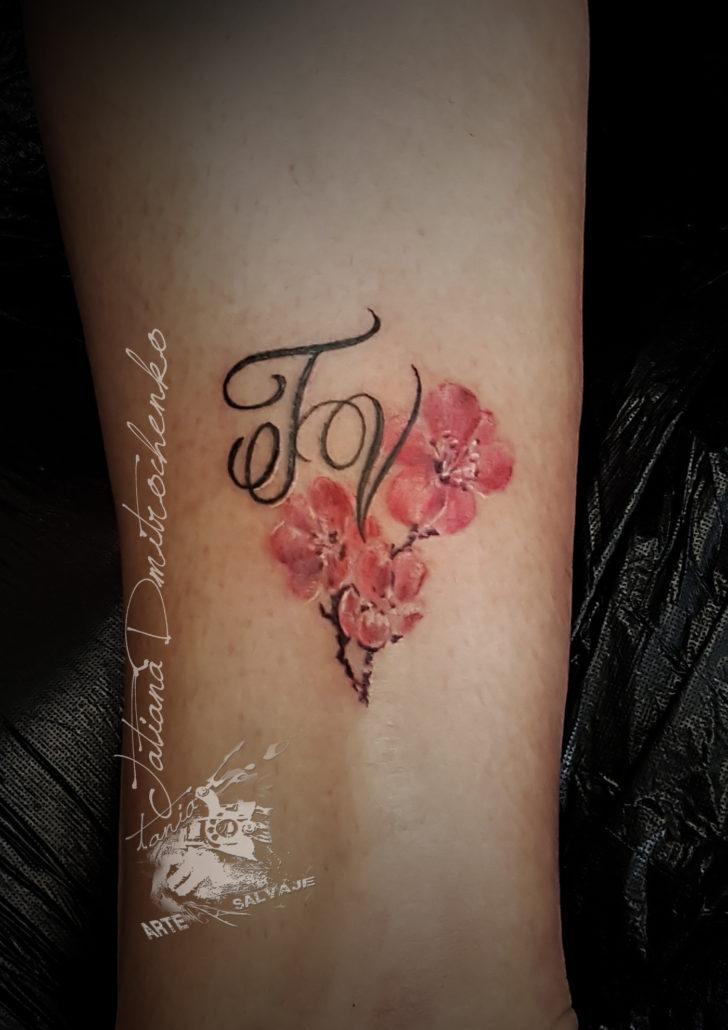 tatuajes de flores pequeñas valencia