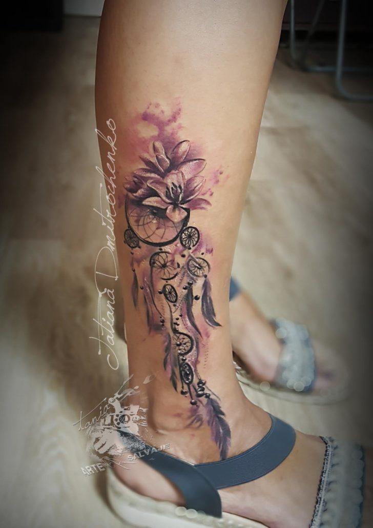 tatuajes pequeños femeninos ciervo puntillismo valencia