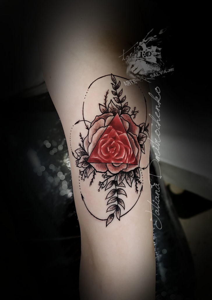 tatuajes pequeños geometricos de flores valencia