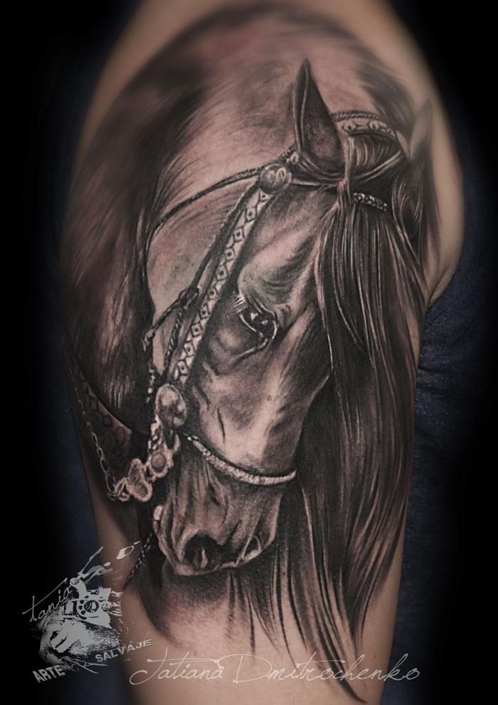 Tatuaje Caballo Brazo de Hombre