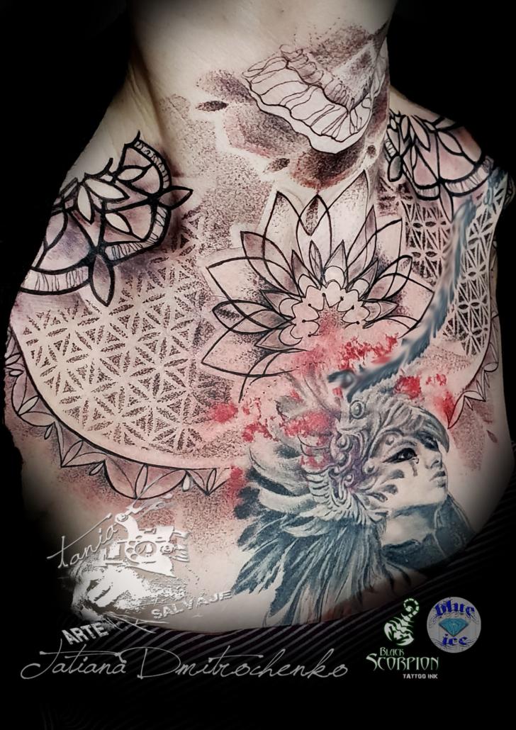 tatuaje geometrico pecho pectoral puntillismo valencia