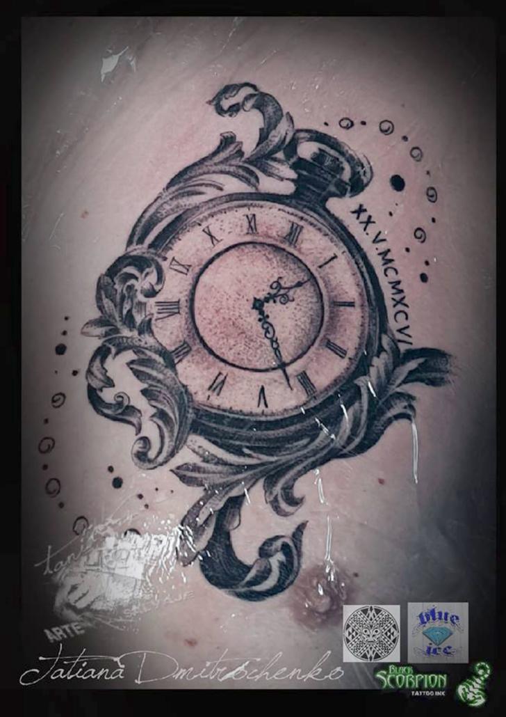 tatuaje reloj de bolsillo puntillismo barroco valencia
