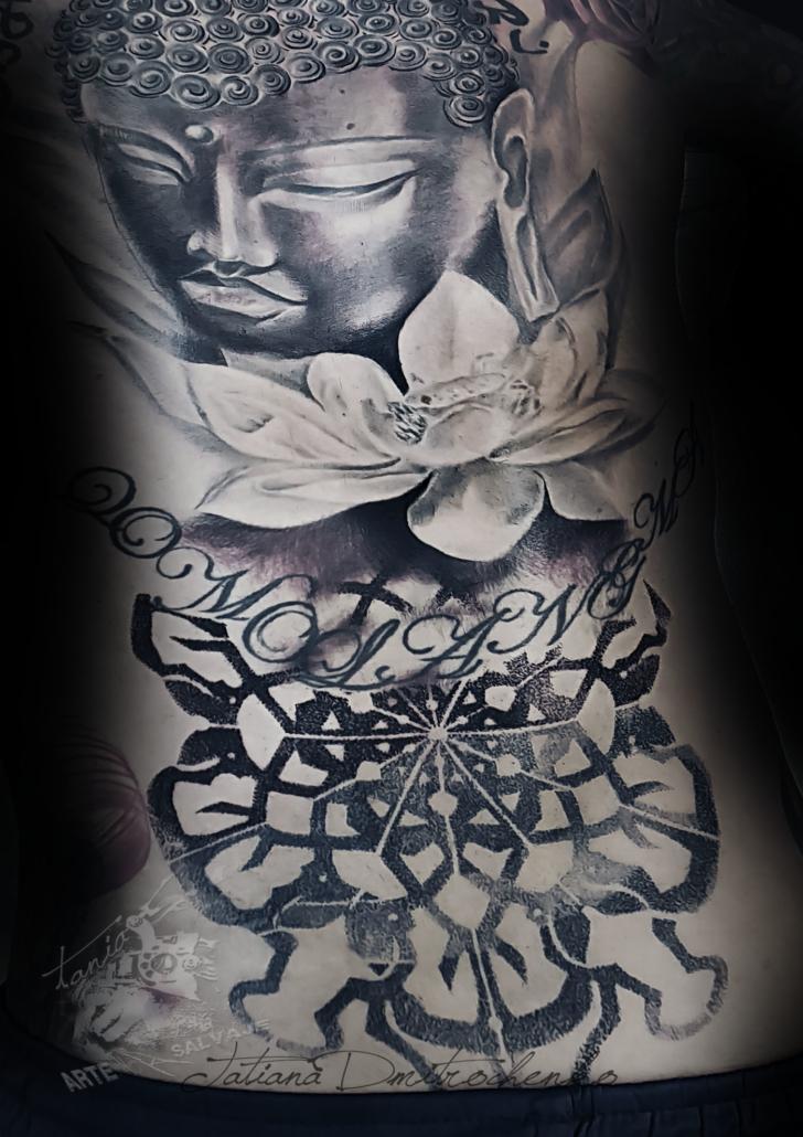 tatuaje geometrico con budda y mandala valencia