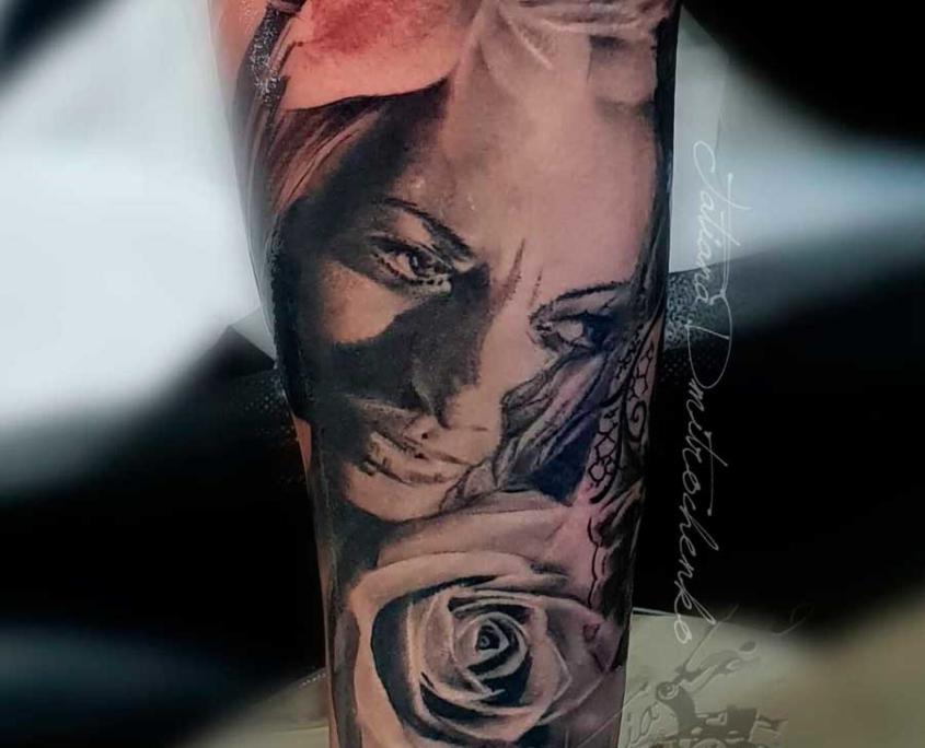 Retrato realista cara mujer flor brazo