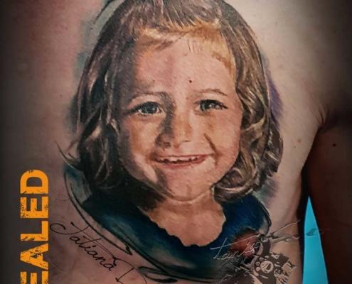 Tatuaje retrato niña realista