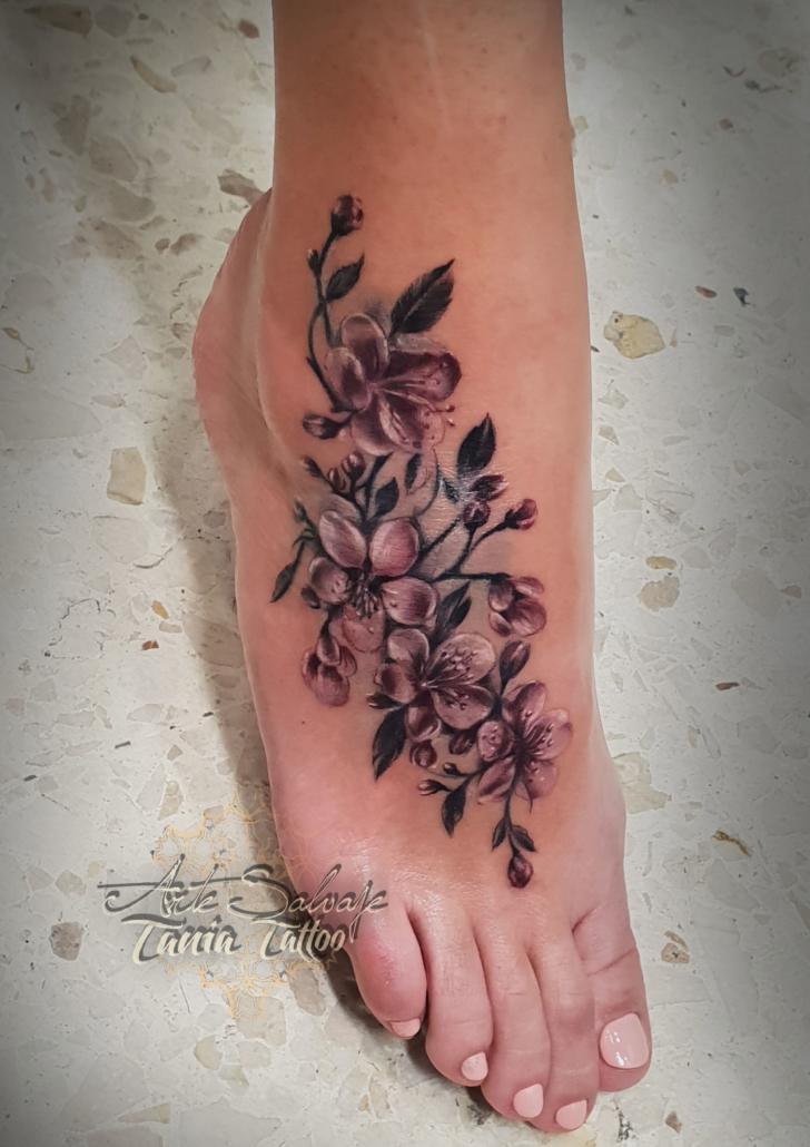 tattoo tatuaje cover flores japonesas de cerezo sacura empeine color