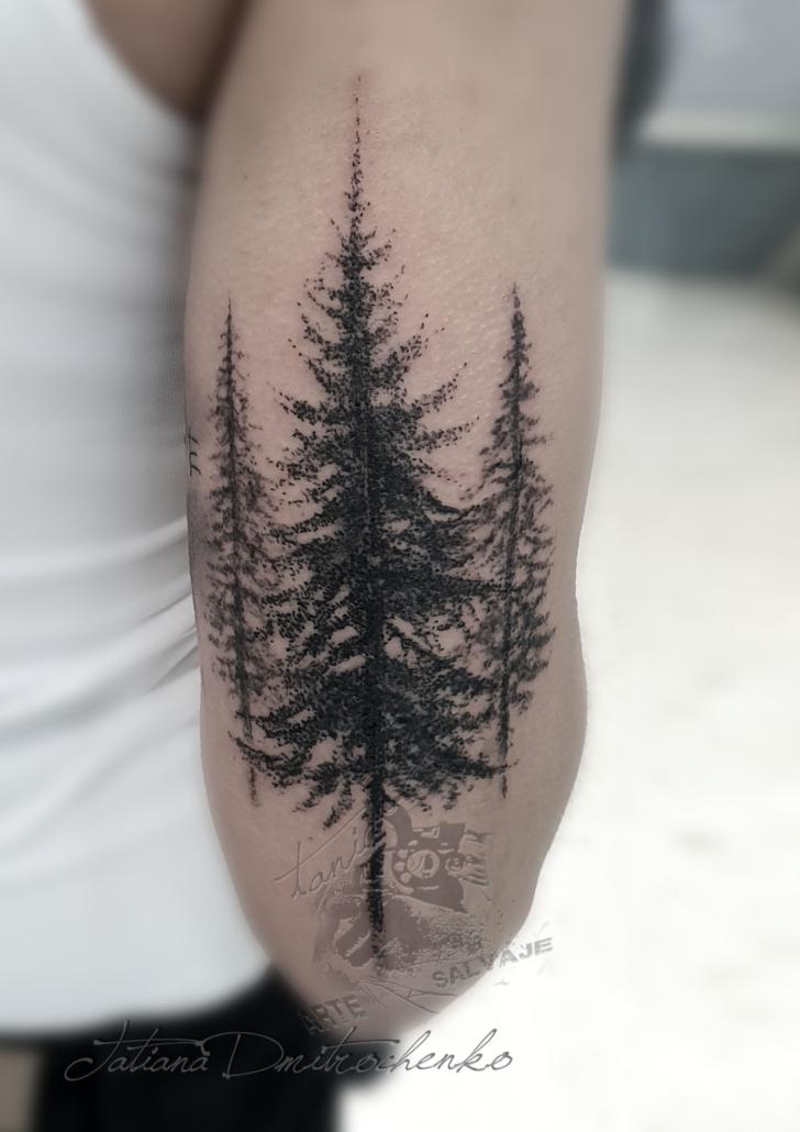 tatuaje en puntillismo de bosque pinos valencia