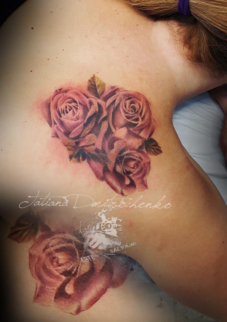 tatuaje femenino de rosas a color cover up