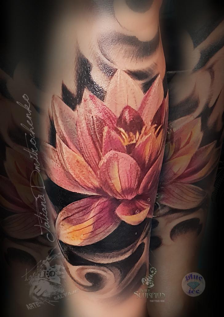 tatuaje oriental de flor de loto 3d a color realismo (3)