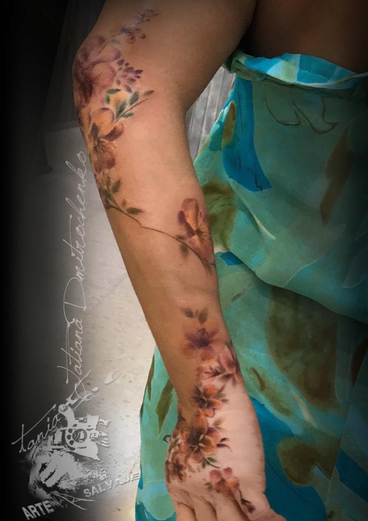 tatuaje tapando vitiligo con flores a color valencia (2)