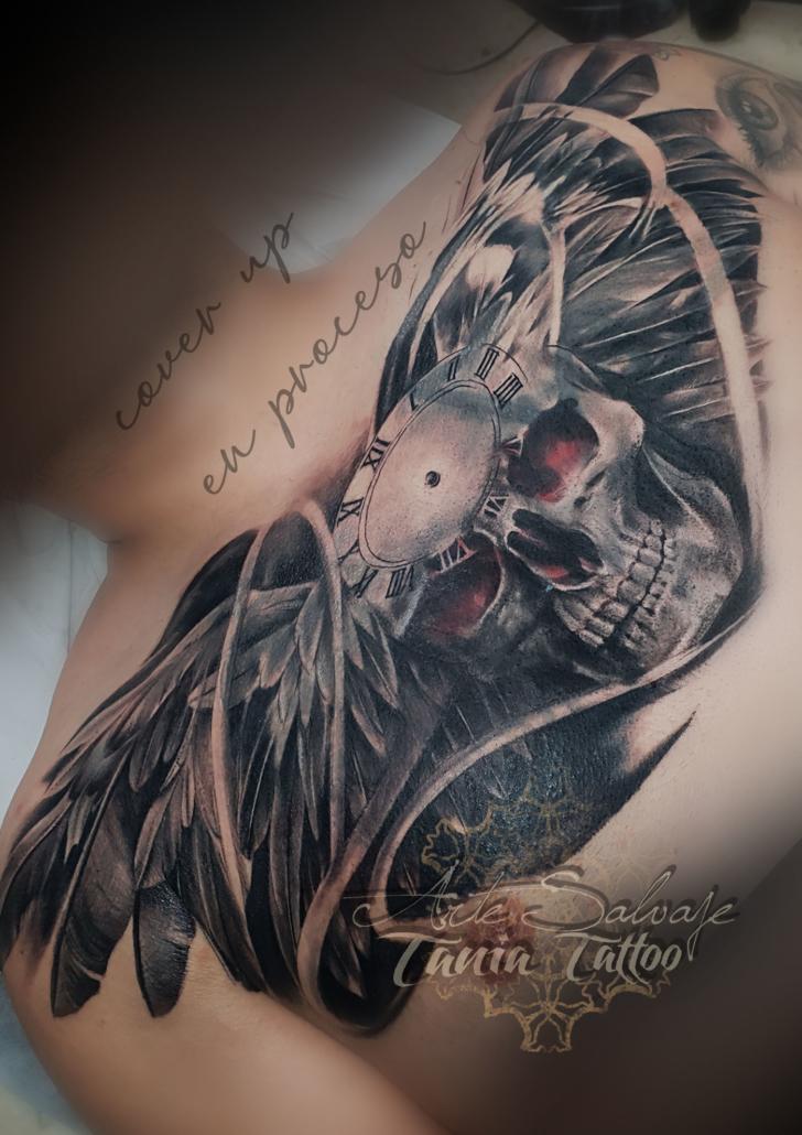 tattoo tatuaje calavera con alas cover up coverup pecho scull valencia