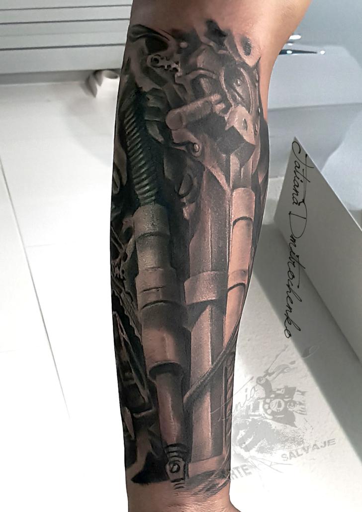 tatuaje biomecanico brazo manga cover up valencia 3d