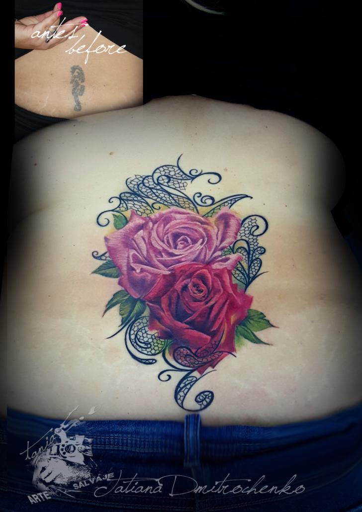 tatuaje cover up de rosas con encaje realismo 3d color valencia