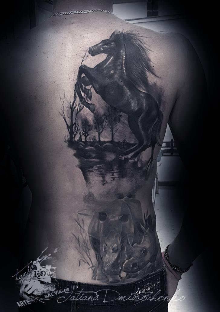 tatuaje de caballo con rio paisaje agua valencia