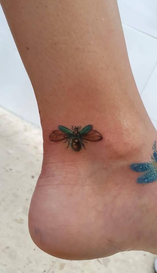 Tatuaje d Luciérnaga Pequeño