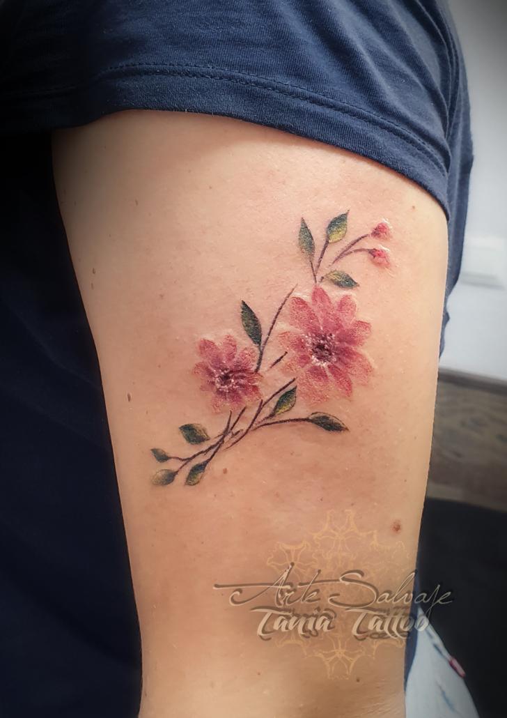 tattoo tatuaje flores pequeñas roxana 2020 color